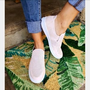 Shoes - 🆕️//The Stacy// blush sneaker